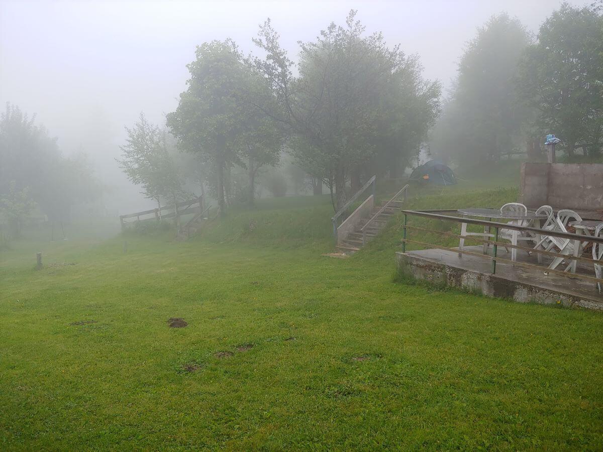 Regnerischer Tag auf dem Campingplatz